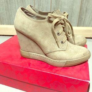 Carlos size 6.5 sneaker boots